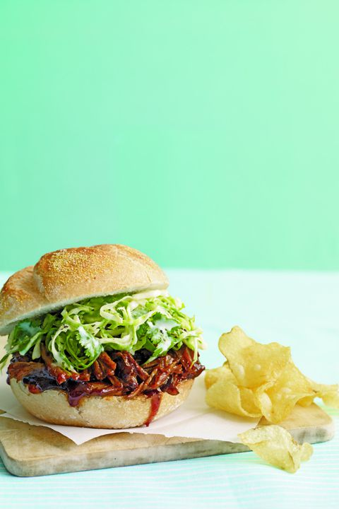לְהַאֵט Cooker Pulled-Pork Sandwiches with Cabbage Slaw