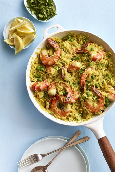 भारतीय spiced rice with shrimp and peas