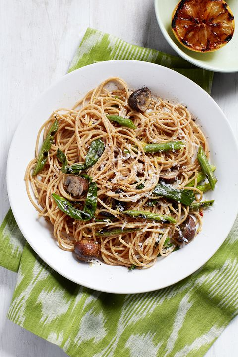 špageti with mushrooms and grilled green beans