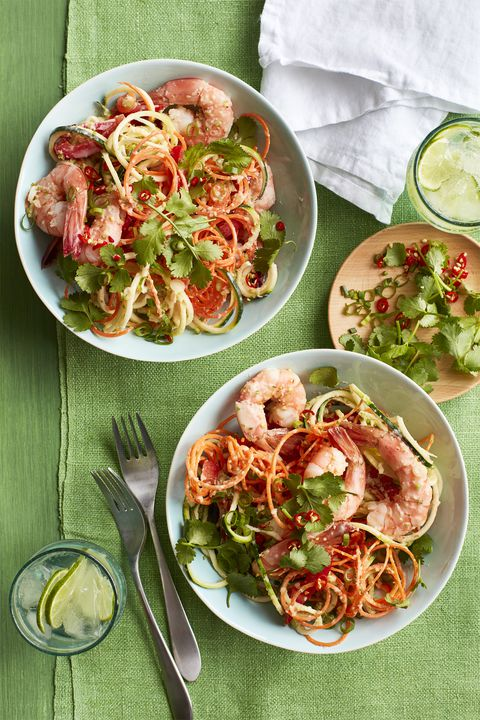 kokos-vapno marinated vegetable noodles and shrimp