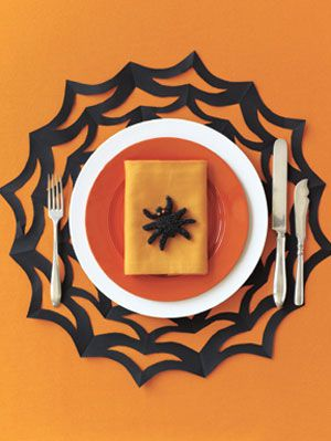 בפשטות Spooky How-to: Spiderweb Placemat