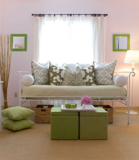 מִשׁפָּחָה room with green and white decor