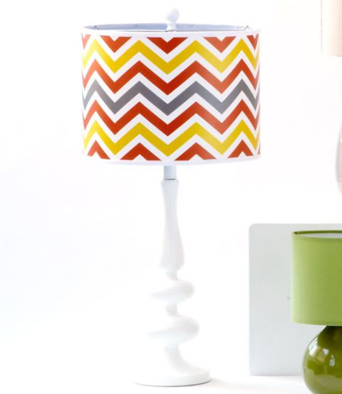 आधुनिक Gloss White Base Table Lamp with Flame Zig Zag Giclee
