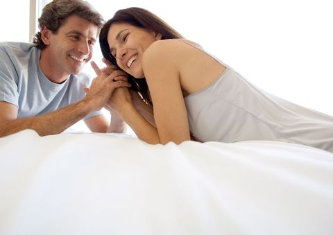 זוּג in their 40s in bed