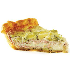 स्मोक्ड ham, leek, and gruyere quiche