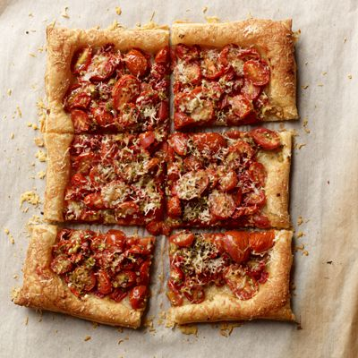 קָלוּי Tomato and Garlic Tart
