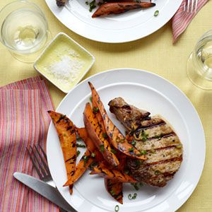 s roštilja Pork Chops and Sweet Potato Wedges
