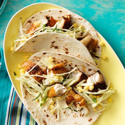 αρωματώδης fish tacos with creamy cabbage and corn slaw