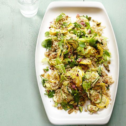 गर्मी squash salad with herbs and quinoa