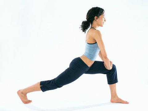 אִשָׁה stretching in fitness clothes