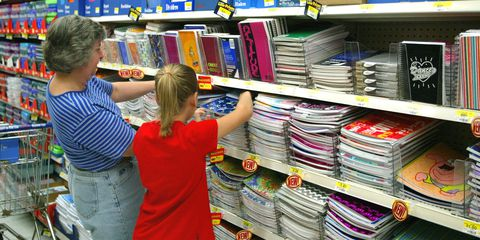 उपभोक्ताओं Start Buying Back-To-School Supplies At Wal-Mart