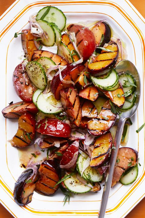 επιφυλακτικός grilled stone fruit and cucumber salad