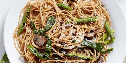 स्पघेटी with mushrooms and grilled green beans