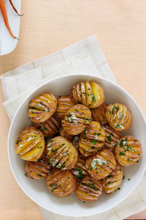 छोटा Hasselback Potatoes with Chive Butter