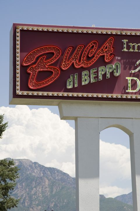 Buca di Beppo restaurant open on Thanksgiving